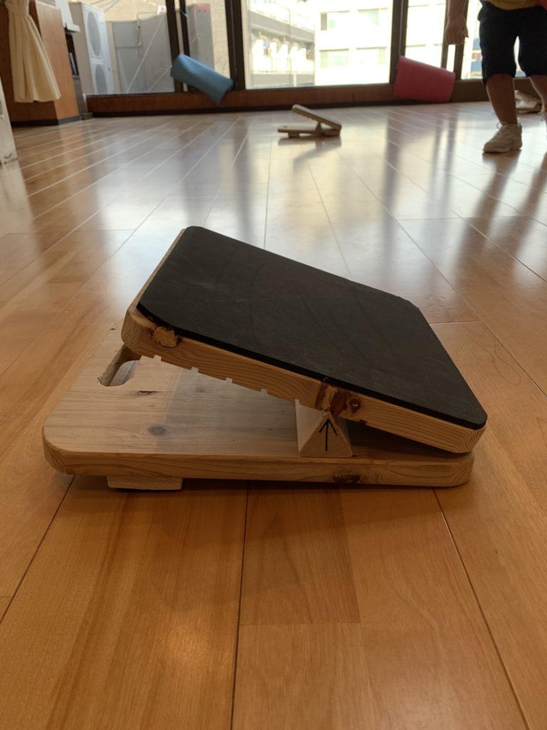 骨盤傾斜を助けるストレッチボード